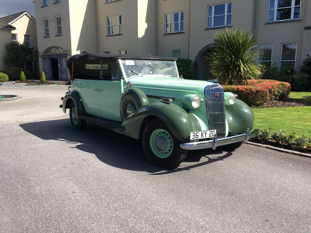 Sheenfalls Kilarney vintage car greeting at helipad